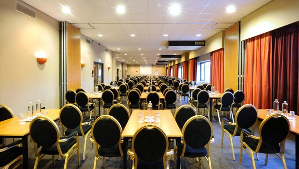 carousel_1024x768_Van der Valk Hotel Hilversum - de Witte Bergen vergaderzaal-1